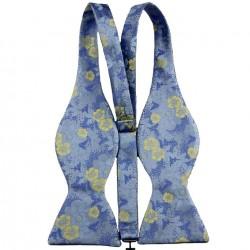 Modrý vázací motýlek s kapesníčkem