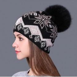 Dámská zimní čepice černá s norským vzorem